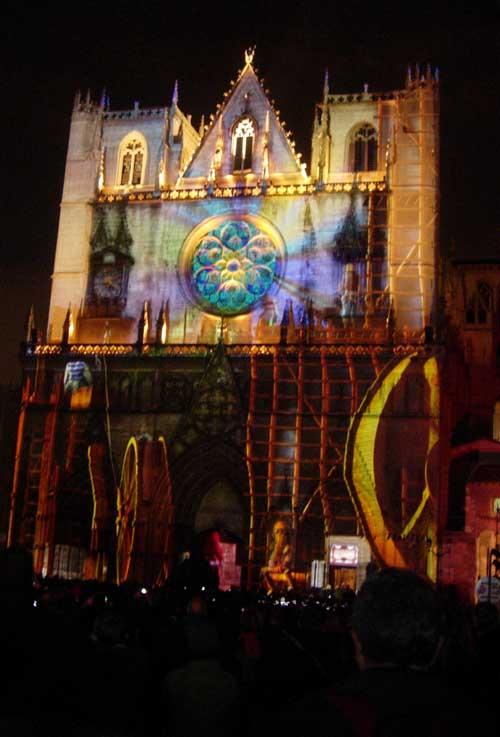 Fête des lumières Lyon 2009 - Cathédrale Saint-Jean - DR Damien Fontaine : Les bâtisseurs