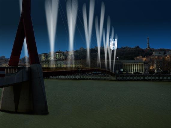 Entre ciel et terre - Chevet Basilique de Fourvière/ passerelle Palais de Justice