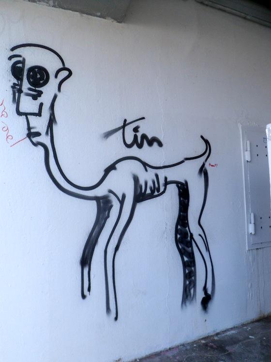 Centaure gore à la sortie d'un garage sous la résidence Villemanzy, rue des Fantasques - 6 février 2013