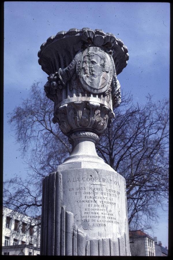 Monument-hommage-Derrion-Reynier