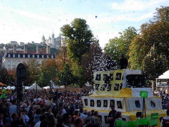 biennale de la danse de Lyon : le final place Bellecour