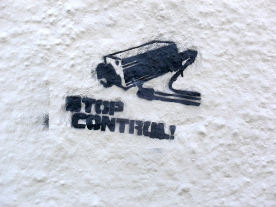 visiter-lyon-stop-control-street-art