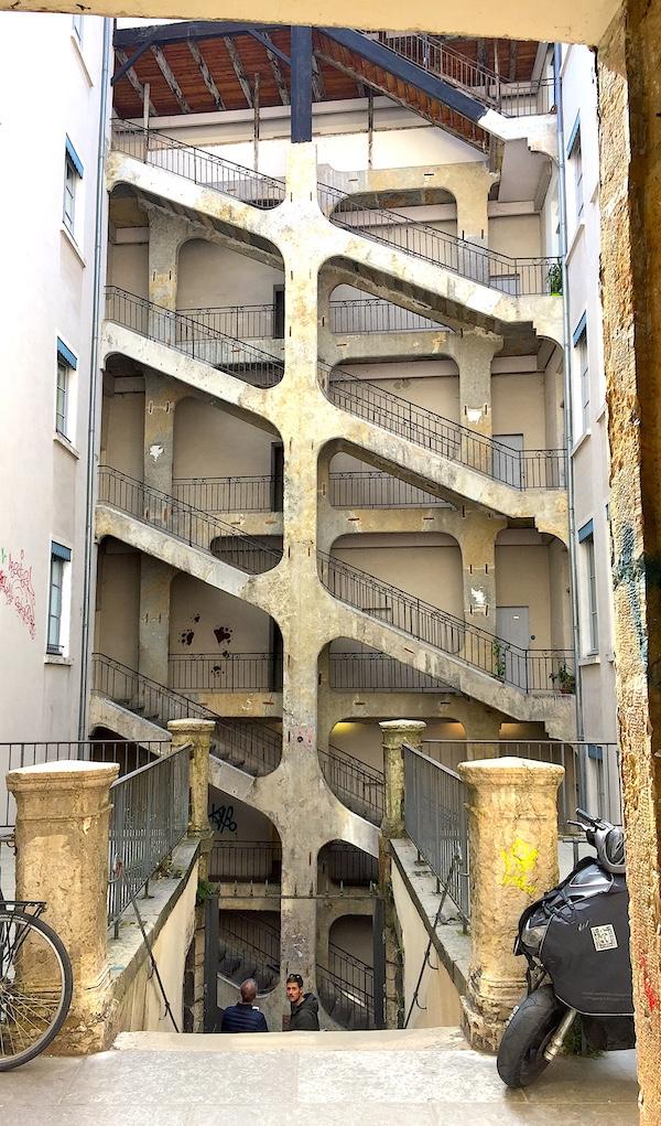 Escalier monumental de la Cour des Voraces