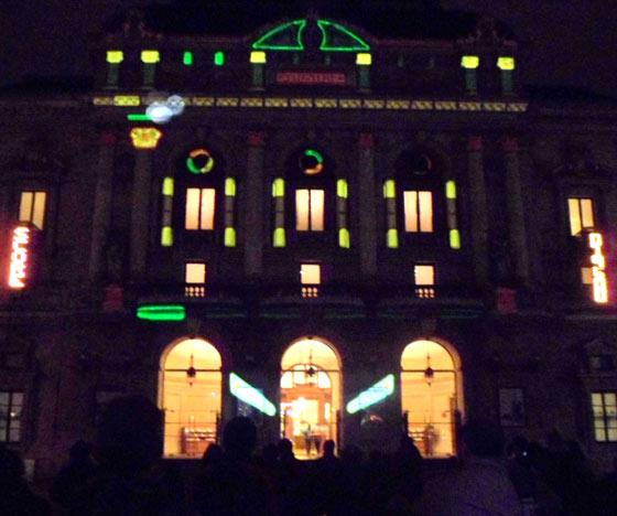 Fête des lumières Lyon - CT Light – Carol Martin & Thibaut Berbézier - Flipper géant sur la façade du théâtre des Célestins