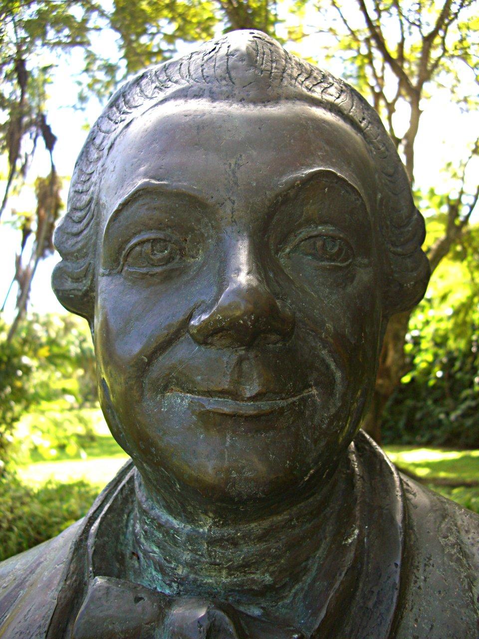 Buste du botaniste Pierre Poivre (1749-1786) dans le Jardin botanique de Pamplemousses, sur l'Île Maurice, jardin créé par Pierre Poivre — CC partage dans les mêmes conditions Author= Anne97432