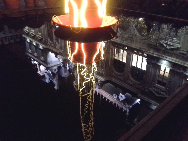 Lampe d'Aladin devant la Chambre de commerce, Fête des lumières 2014