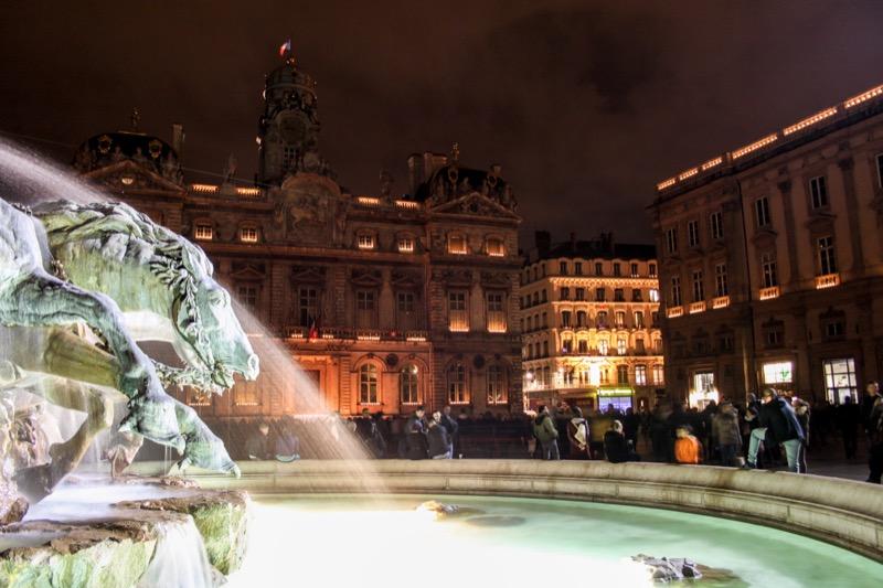 Lumignons sur la façade de l'Hôtel de Ville et le Musée des Beaux Arts