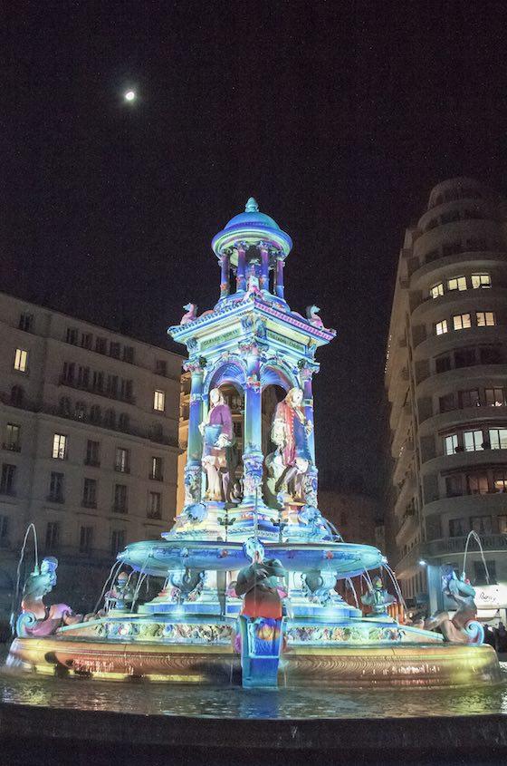 Fontaine d'étoiles, Patrice Warrener — Place des Jacobins, Fête des lumières 2016 - Photo Lyon-visite.info