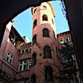 La tour rose dans le Vieux Lyon