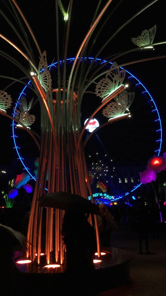 """""""Promenons-nous"""" par TILT - François Fouilhé, fête des lumières 2017, Place Bellecour — Photo GB Lyon-visite.info"""