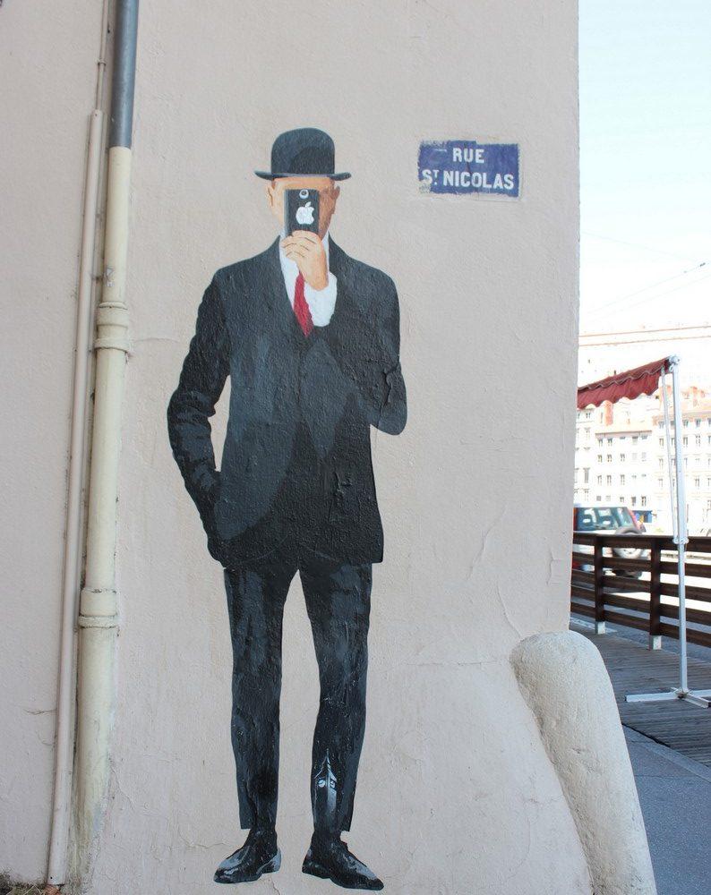 Le fils de l'homme, Big Ben — Détournement de l'oeuvre éponyme de Magritte