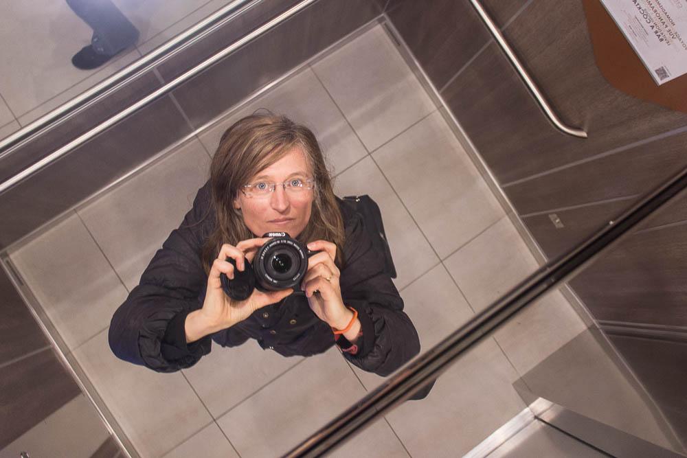 Sandrillon, selfie dans un ascenseur de la Part-Dieu
