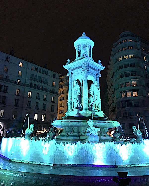 Fête des lumières 2018, fontaine de la place des Jacobins