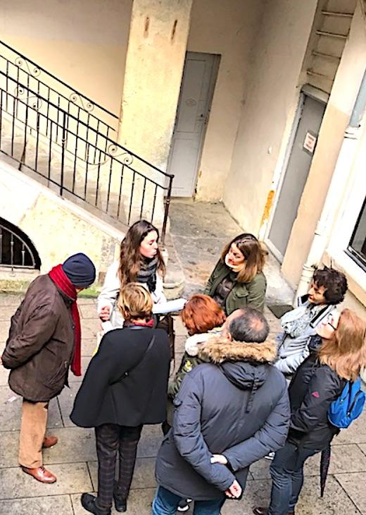 Guide conférencier Mégane dans traboule des voraces croix-rousse lyon