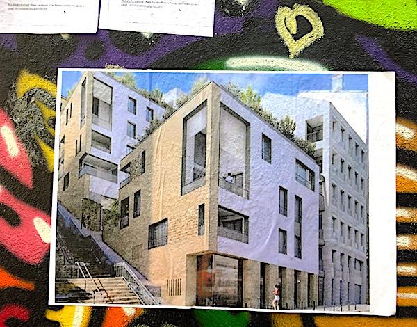 Affichette apposée sur la maison taguée reprenant un visuel du projet de Bouygues