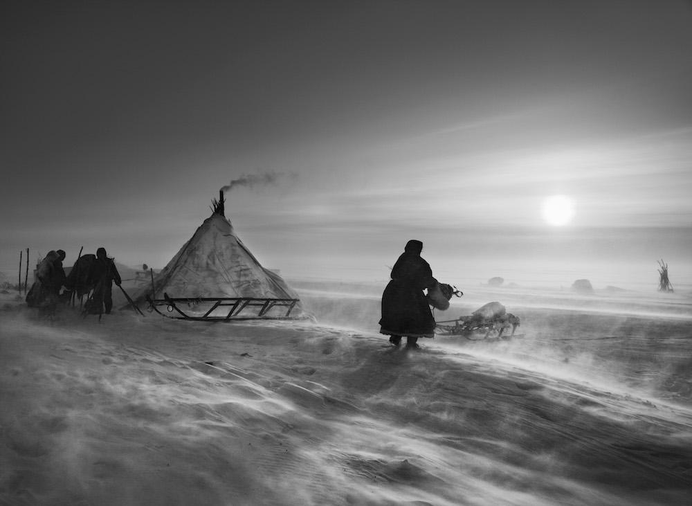 Photo Sebastião Salgado — Nord de l'Ob. Cercle arctique, péninsule de Yamal. Sibérie. Russie. 2011.