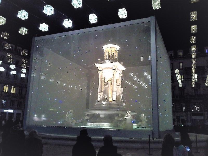 Fontaine de la place des Jacobins pendant la fête des lumières 2013